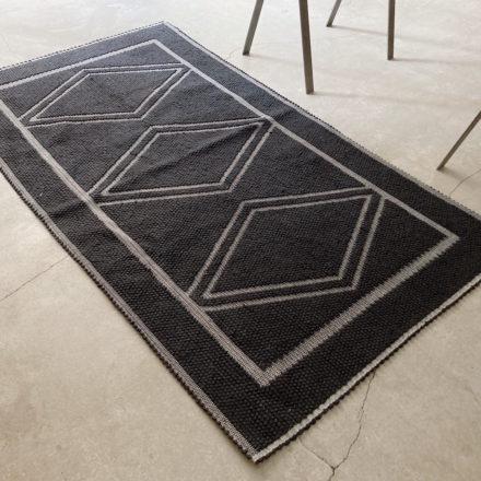 [受注生産] RUG - TAPPETO<br>TRE ROMBI 190 x 110cm - BLACK/BLACK